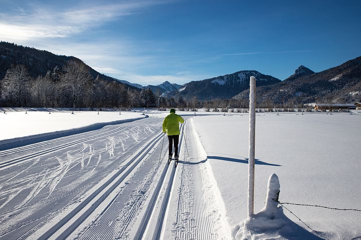 cross-country-skiing-5931790__480